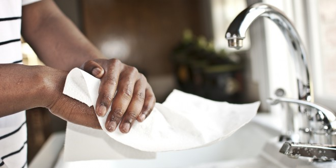 Cuidado com os riscos invisíveis das secadoras de mão a jato