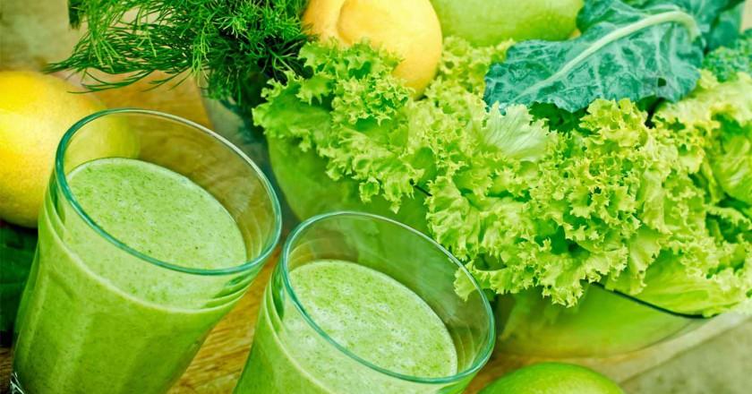 Receita de smoothie detox com chá verde e couve