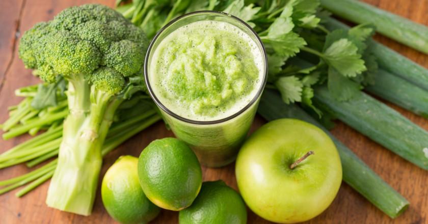 ingredientes para smoothie detox de brócolis com maçã