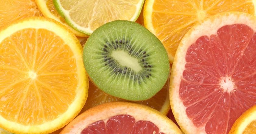 mix de frutas que são ricas em vitamina c