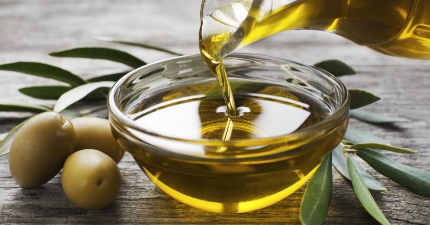 vidro com azeite de oliva rico em Oleocanthal