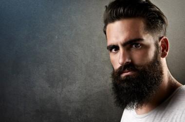 homem com barba que passou pelo processo de prostatectomia