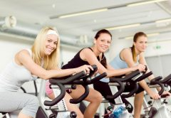 mulheres bicicleta ergométrica