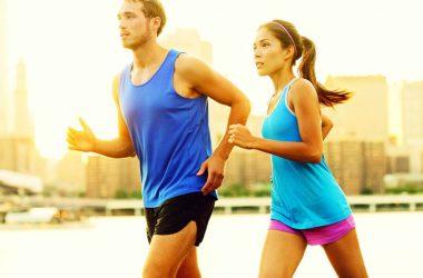 casal praticando corrida