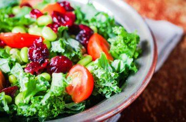 o que colocar na salada