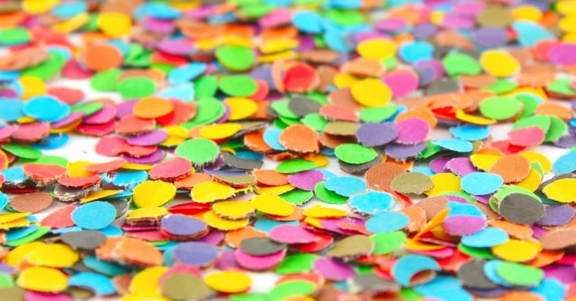 cuidados com a saúde no carnaval simbolizados por confetes