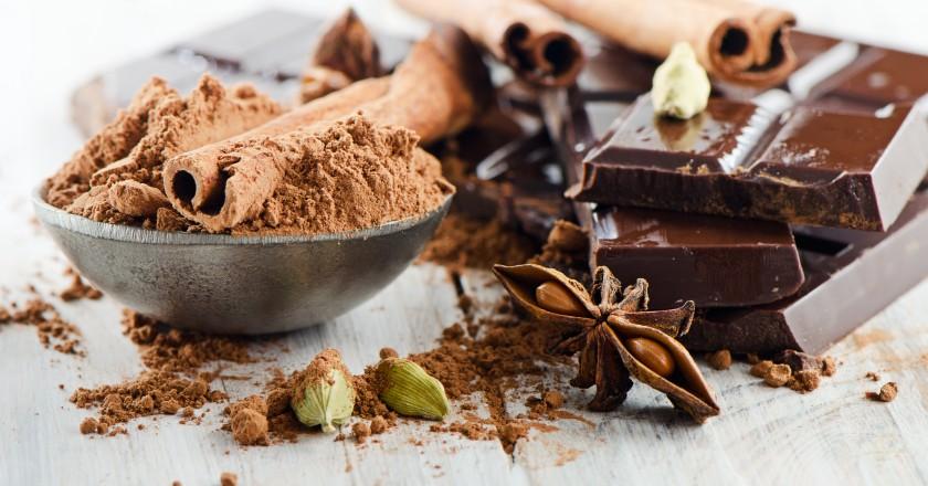 pedaços de chocolate amargo, ideais para a páscoa
