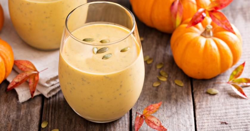 copo com smoothie detox de abóbora para o tipo metabólico de proteína