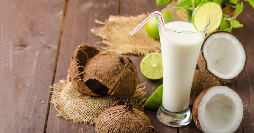 smoothie detox farelo de coco leite de coco