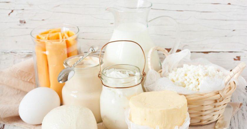 por que a manteiga é amarela e o leite branco